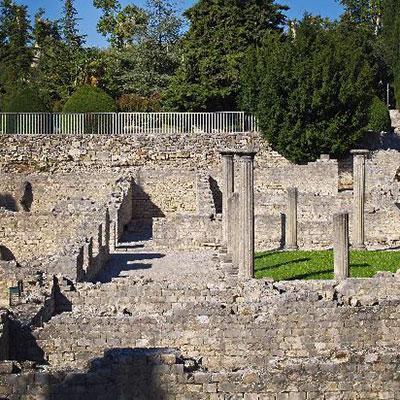 La Cité Médiévale et ses vestiges romains