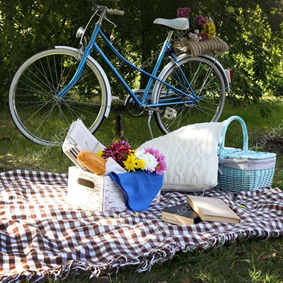 Picnic in the middle of the Provencal garrigue